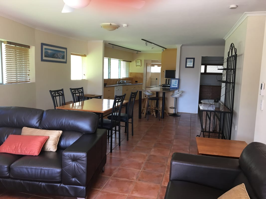 $240, Flatshare, 3 bathrooms, Ferny Avenue, Surfers Paradise QLD 4217