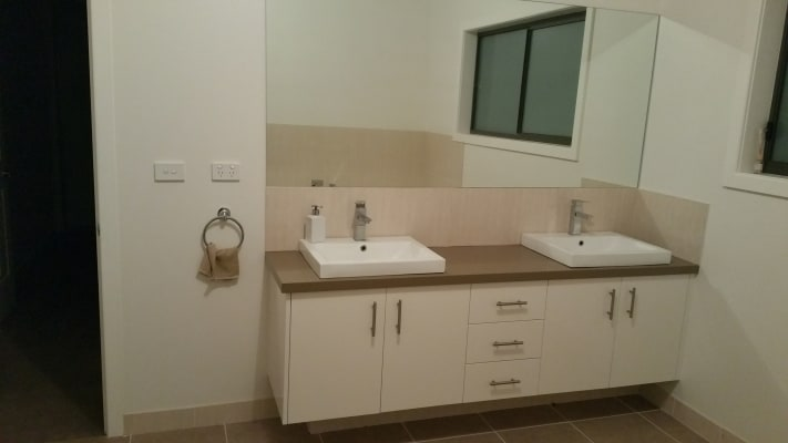 $200, Share-house, 3 bathrooms, Bernard Street, Doreen VIC 3754