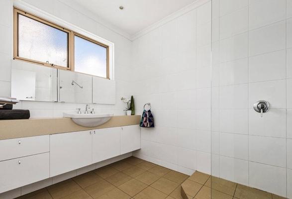 $235, Flatshare, 2 bathrooms, Carlisle Street, Saint Kilda East VIC 3183