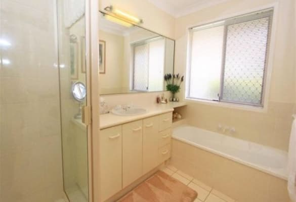 $180, Share-house, 3 bathrooms, Goldfinch Avenue, Burleigh Waters QLD 4220