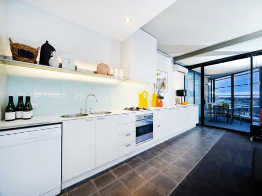 $460, Whole-property, 2 bathrooms, Saint Kilda Road, Melbourne VIC 3000