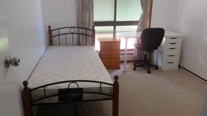 $180, Share-house, 5 bathrooms, Ridgeway Crescent, Kennington VIC 3550