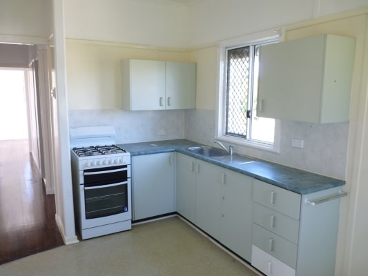 $370, Whole-property, 3 bathrooms, Viminal Hill Crescent, Seven Hills QLD 4170