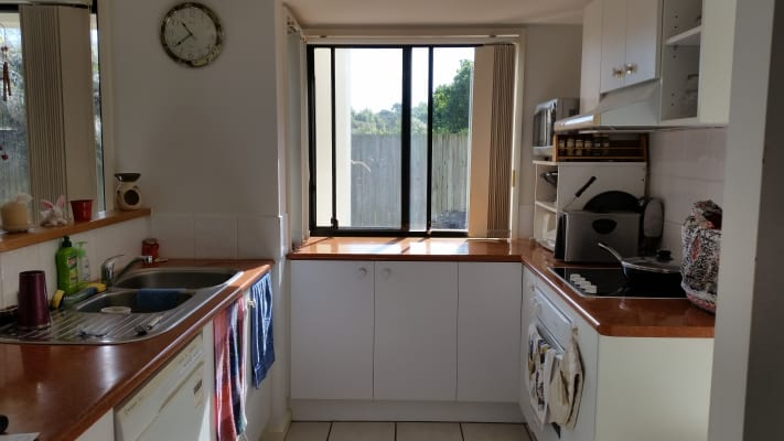 $180, Share-house, 3 bathrooms, Gentian Drive, Arundel QLD 4214