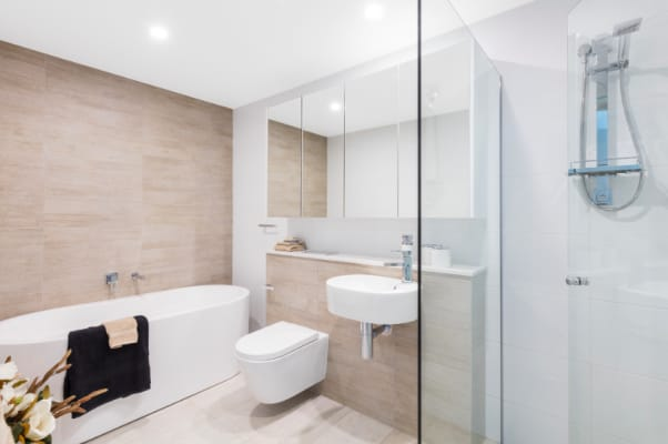 $280, Student-accommodation, 2 bathrooms, Como Crescent, Southport QLD 4215