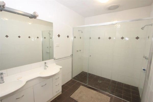 $550, Flatshare, 3 bathrooms, Hunter Street, Newcastle NSW 2300