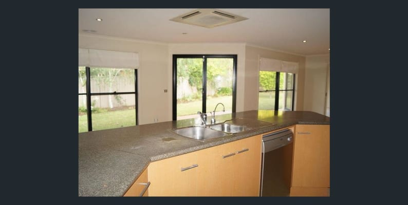 $130, Share-house, 3 bathrooms, Carey Court, Kialla VIC 3631