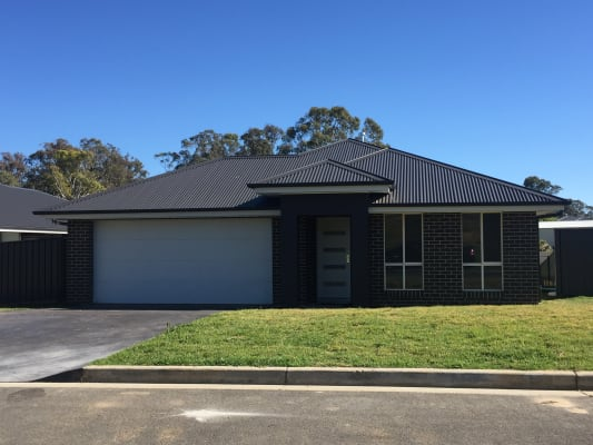 $180, Share-house, 4 bathrooms, Eurawillah Street, Orange NSW 2800
