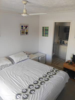 $200, Flatshare, 2 bathrooms, Dalpura Street, Surfers Paradise QLD 4217