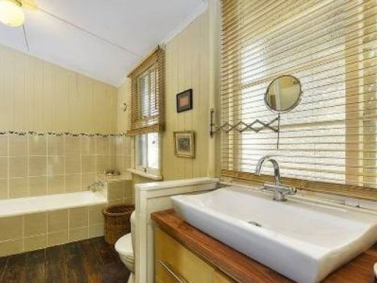 $185, Share-house, 3 bathrooms, Barton Road, Hawthorne QLD 4171