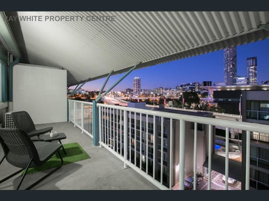 $240, Flatshare, 3 bathrooms, Hope Street, South Brisbane QLD 4101