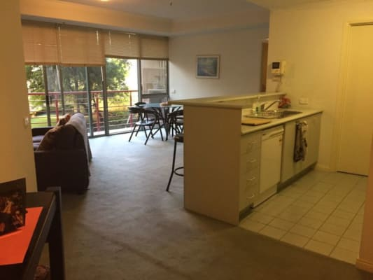 $450, 1-bed, 1 bathroom, Queens Bridge Street, Southbank VIC 3006