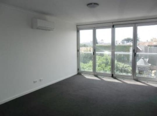 $298, Share-house, 2 bathrooms, Domain Road, South Yarra VIC 3141