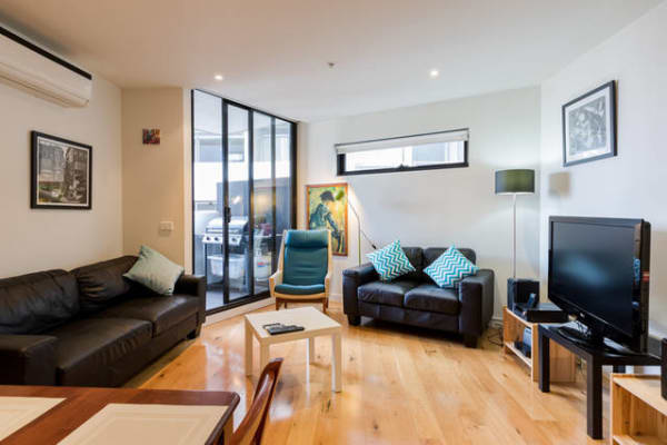 $750, Whole-property, 2 bathrooms, Nott Street, Port Melbourne VIC 3207