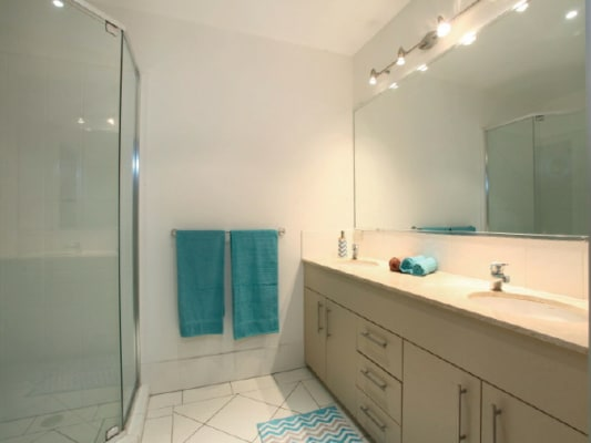 $180, Share-house, 5 bathrooms, Peninsular Drive, Surfers Paradise QLD 4217