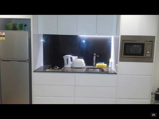 $180, Flatshare, 2 bathrooms, William Street, Melbourne VIC 3000