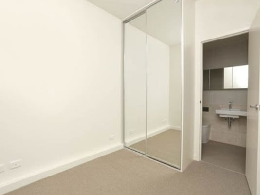 $160, Flatshare, 3 bathrooms, William Street, Melbourne VIC 3000