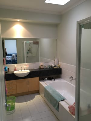 $186, Flatshare, 3 bathrooms, Frearson Walk, Kensington VIC 3031