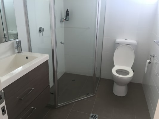 $200, Flatshare, 2 bathrooms, Marine Parade, Southport QLD 4215