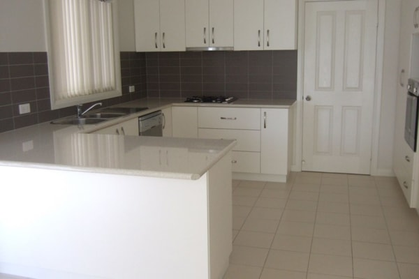 $105, Share-house, 4 bathrooms, Franklin Drive, Estella NSW 2650