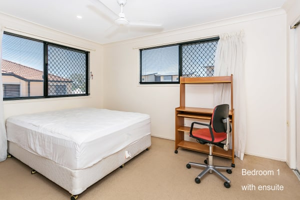 $250, Flatshare, 3 bathrooms, Pohlman Street, Southport QLD 4215
