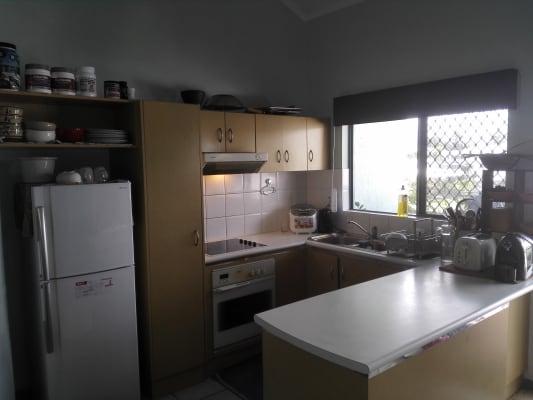 $165, Flatshare, 2 bathrooms, Draper Street, Parramatta Park QLD 4870