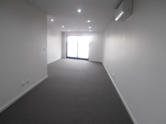 $400, Whole-property, 2 bathrooms, Plenty Road, Preston VIC 3072