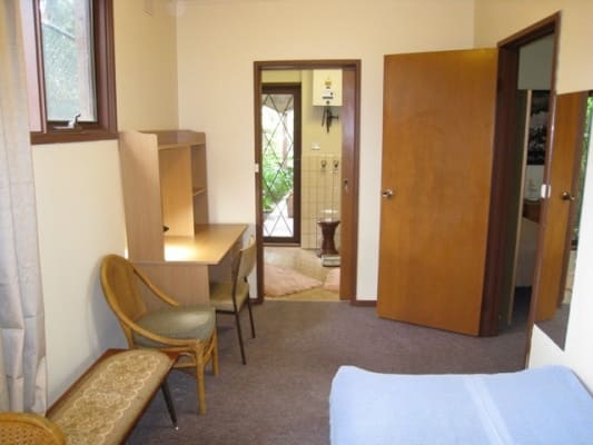 $400, 1-bed, 1 bathroom, Churchill Street, Kew VIC 3101