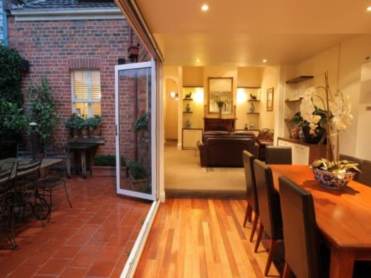 $300, Share-house, 4 bathrooms, Napier Street, South Melbourne VIC 3205
