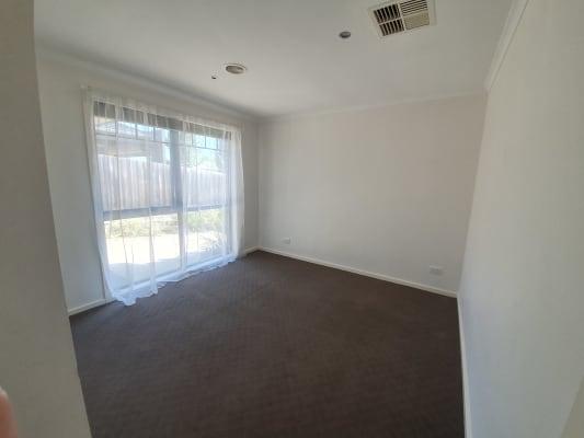 $240, Flatshare, 2 bathrooms, Ogilvie Street, Essendon VIC 3040
