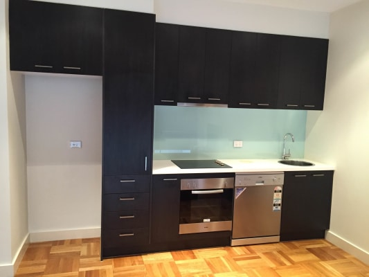 $350, Whole-property, 2 bathrooms, Duke Street, Windsor VIC 3181