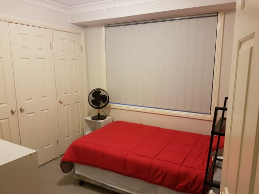 $200, Share-house, 3 bathrooms, The Lakes Drive, Glenmore Park NSW 2745