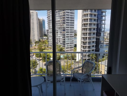$350, Flatshare, 2 bathrooms, Riverview Parade, Surfers Paradise QLD 4217