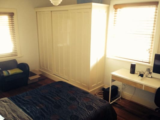 $243, Flatshare, 2 bathrooms, Barkly Street, Saint Kilda VIC 3182