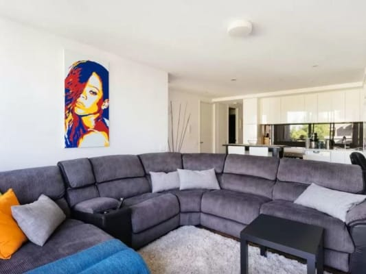 $330, Flatshare, 2 bathrooms, Bay Street, Port Melbourne VIC 3207