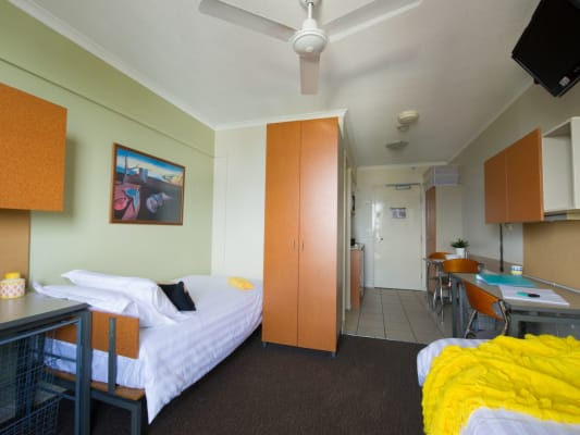 $310, Flatshare, 1 bathroom, Castlebar St, Kangaroo Point QLD 4169