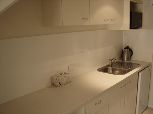 $400, Whole-property, 2 bathrooms, Edmondstone Street, South Brisbane QLD 4101