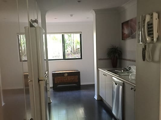 $200, Flatshare, 2 bathrooms, Great Hall Drive, Miami QLD 4220