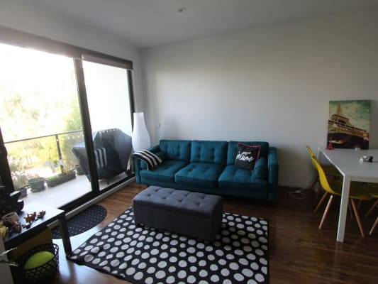 $215, Flatshare, 2 bathrooms, Henry Street, Kensington VIC 3031