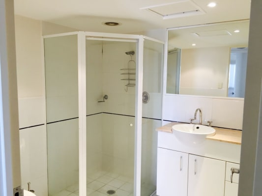 $180, Flatshare, 2 bathrooms, King Street, Newcastle NSW 2300