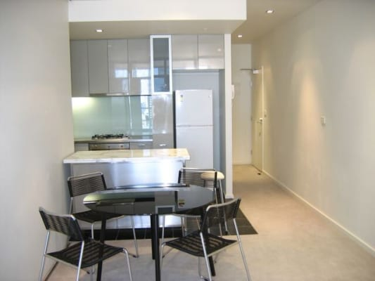 $250, Flatshare, 3 bathrooms, La Trobe Street, Melbourne VIC 3000