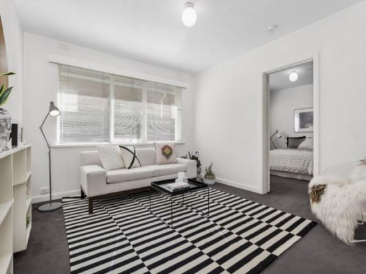 $185, Flatshare, 2 bathrooms, Lambeth Place, Saint Kilda VIC 3182