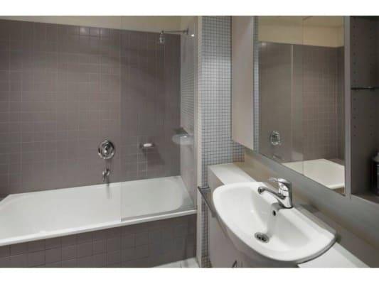 $210, Flatshare, 3 bathrooms, Little Bourke Street, Melbourne VIC 3000