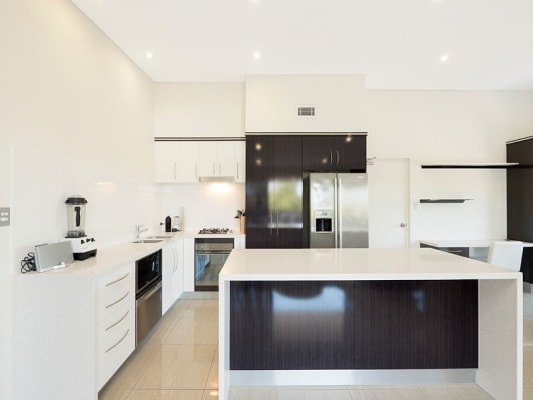 $230, Flatshare, 4 bathrooms, Macquarie Street, Saint Lucia QLD 4067