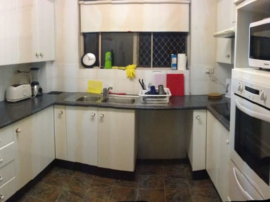 $165, Flatshare, 2 bathrooms, Mitre Street, Saint Lucia QLD 4067