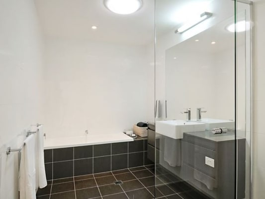 $170, Flatshare, 3 bathrooms, Moores Cres, Varsity Lakes QLD 4227