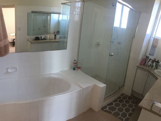 $250, Flatshare, 2 bathrooms, Moray Street, New Farm QLD 4005