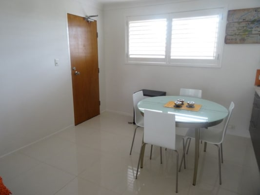 $250, Flatshare, 2 bathrooms, Old Burleigh Road, Surfers Paradise QLD 4217
