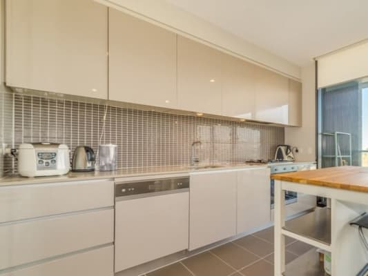 $320, Flatshare, 2 bathrooms, Queens Road, Melbourne VIC 3000