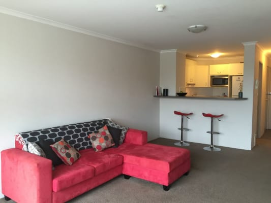 $355, Flatshare, 2 bathrooms, Springfield Avenue, Potts Point NSW 2011